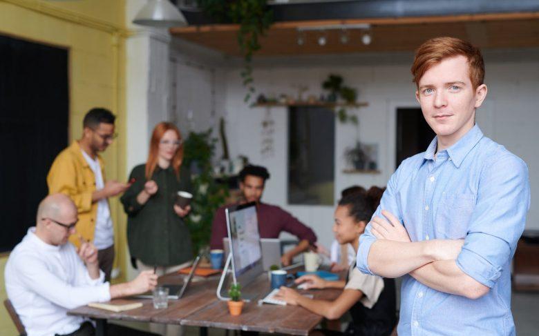 Capa de 4 fatos que comprovam que você pode trabalhar em um coworking