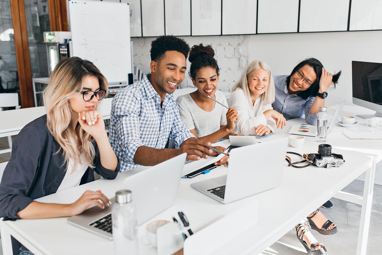 Capa de 10 dicas para criar harmonia no trabalho